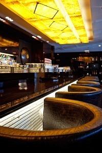 Emerald Bar Hyllit Hotel