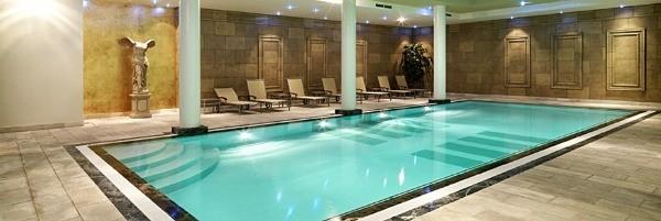 Hyllit Hotel swimming pool