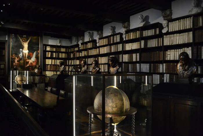 De grote bibliotheek van het Museum Plantin-Moretus Antwerpen